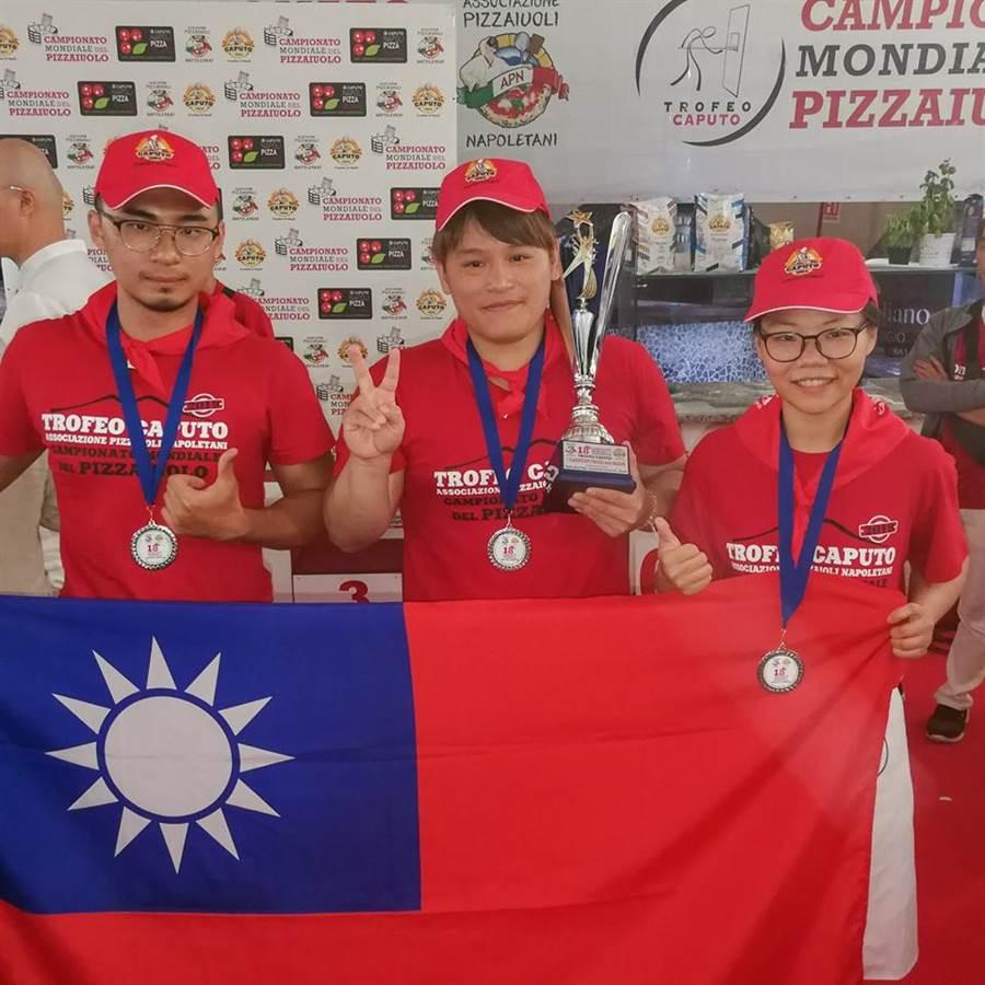 3披薩職人赴義大利拿坡里參加「第18屆拿坡里CAPUTO盃世界披薩職人錦標賽」(International Caputo Cup),最終擊敗各國選手,獲得第一名的殊榮。(摘自Caputo - Il Mulino di Napoli臉書)