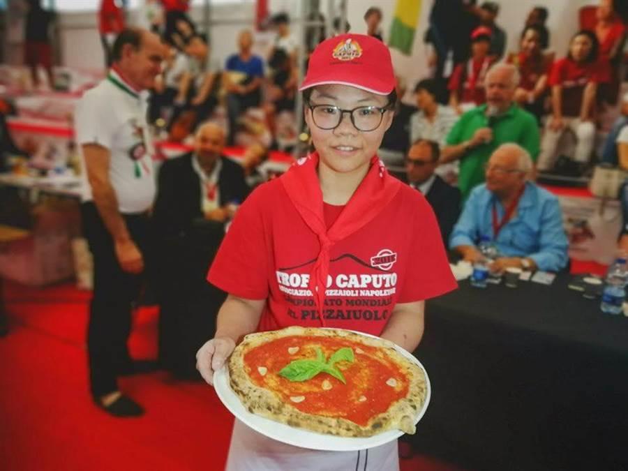 來自台北「BANCO Pizza」的李品儀,是本屆比賽,在各國的選手之中,唯一得到金牌的女性選手。(摘自BANCO PIZZA臉書)