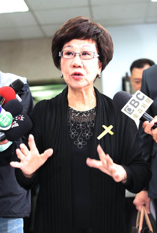 前副總統呂秀蓮21日出席前立委謝聰敏追思禮拜,對於蔡英文總統的博士論文爭議,呂表示她沒有懷疑蔡,衹是善意地建議蔡要快刀斬亂麻。(姚志平攝)