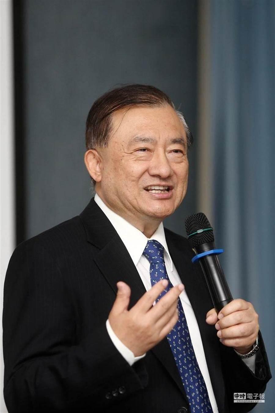 不滿太太遭媒體抹黑是肥貓,前經濟部長尹啟銘今澄清,妻子在中華電信服務42年退休,是一路從基層幹起。(圖:資料照片)