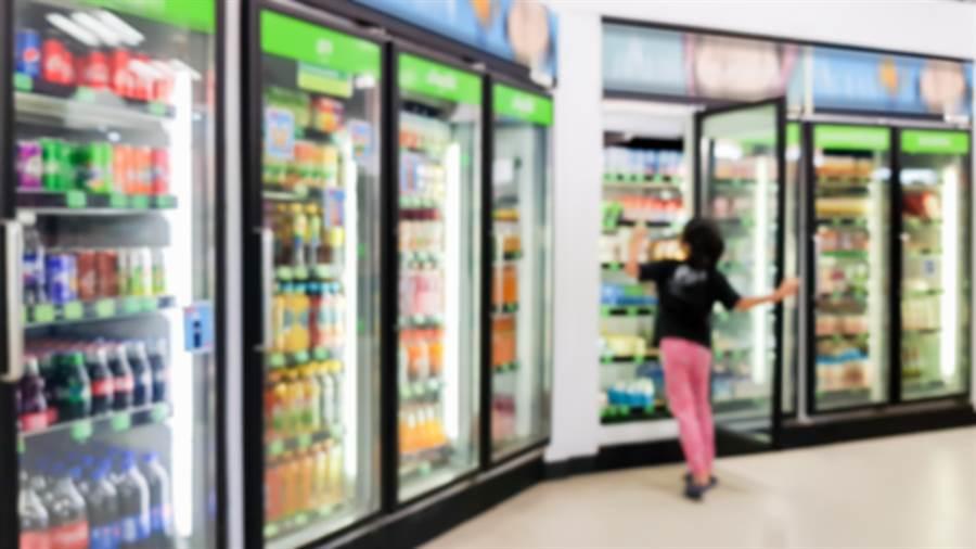 網友在PTT超商版詢問,大家平常是否會去買相對冷門的飲料來喝,意外釣出冷門飲料中「低調的王者」。(示意圖/shutterstock)