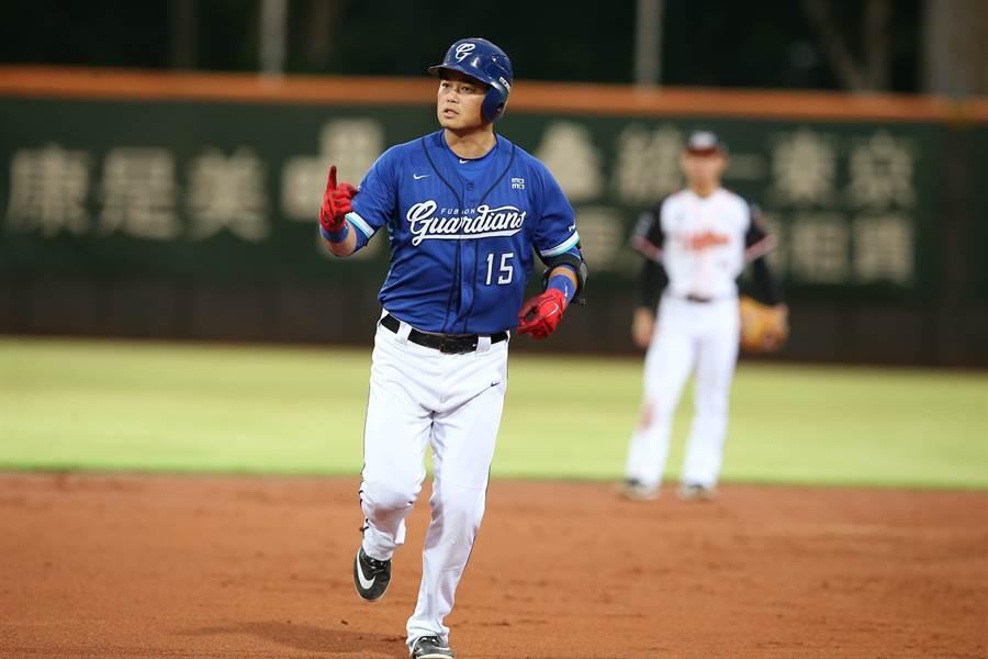 胡金龍在中職7個球季打擊率都維持高檔,目前打擊率3成40是全隊最高。(富邦悍將提供/鄧心瑜傳真)