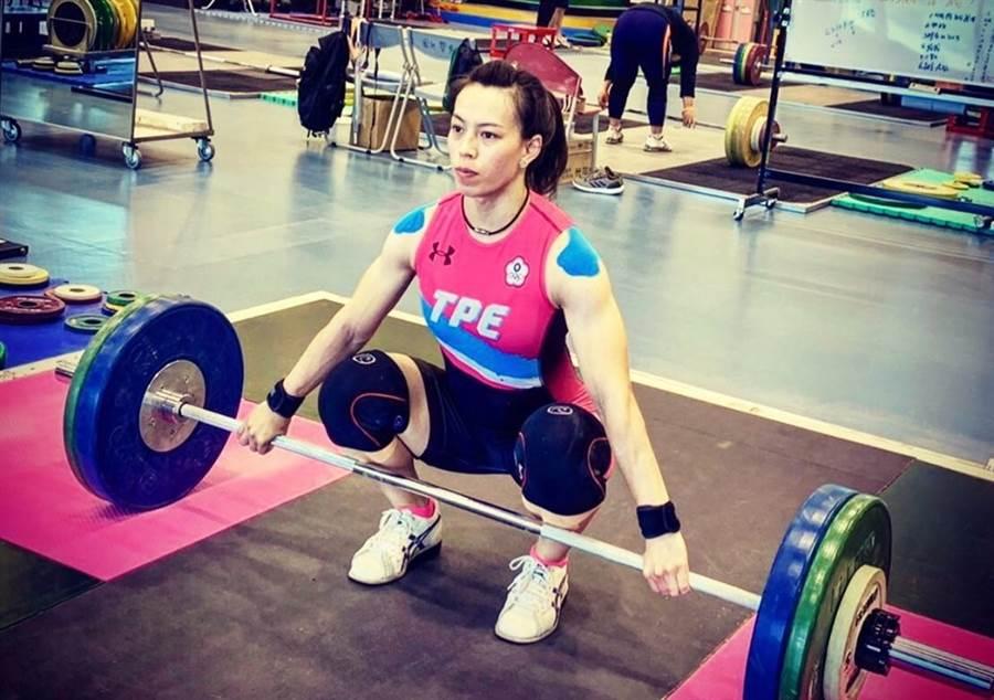 郭婞淳在舉重世錦賽女子59公斤級出賽。(翻攝自郭婞淳臉書粉專/李弘斌傳真)