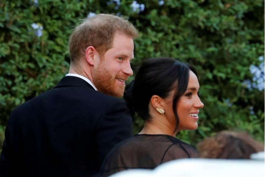 英國王妃梅根和夫婿哈利王子赴羅馬參加閨密的婚禮。(路透)