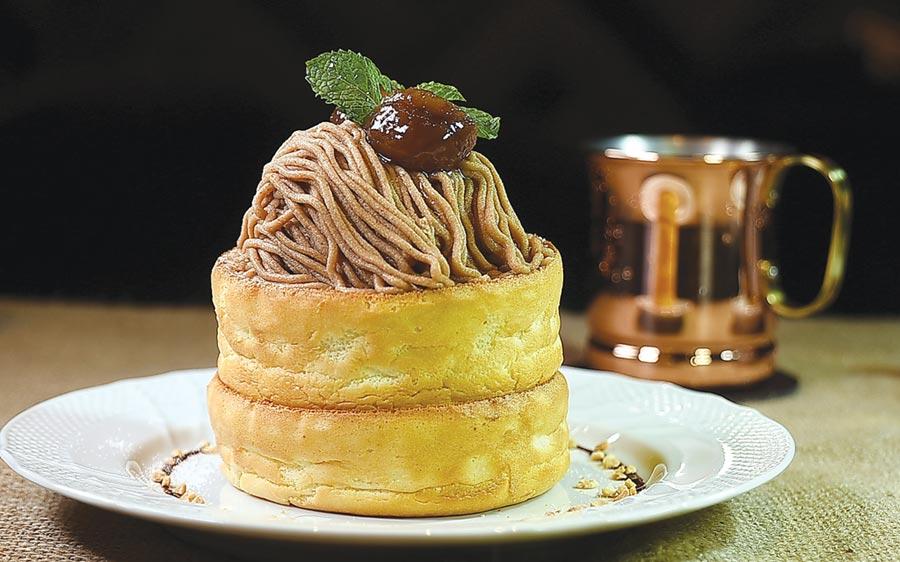 〈栗子舒芙蕾熱蛋糕〉,將法國經典〈蒙布朗蛋糕〉與舒芙蕾鬆餅結合。蛋糕上的栗子泥是來自法國。圖/姚舜