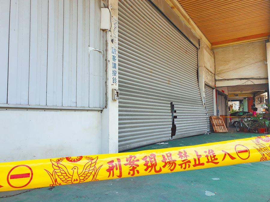 連千毅位於高雄鼓山區的倉庫目前遭警方拉起封鎖線。(袁庭堯攝)