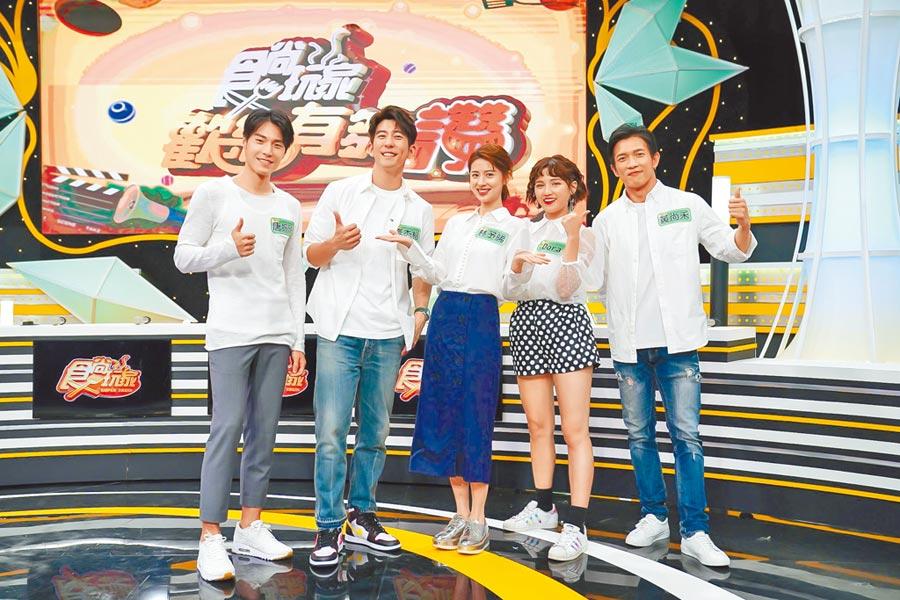 唐振剛(左起)、修杰楷、林予晞、Dora、黃尚禾在節目中分享下廚經驗。(TVBS提供)