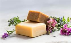 用水晶肥皂洗澡改善過敏? 醫曝下場