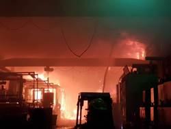 高市螺絲公司起火 百坪廠房燒毀