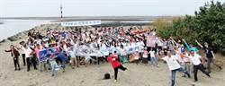 不讓海岸窒息  180人清出680公斤廢棄物