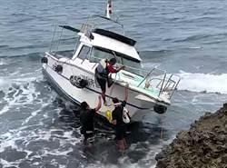 小琉球遊艇擱淺 海空齊發救出受困8人