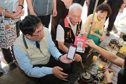 全國第一條行動支付示範市集街道 在台南孔廟商圈