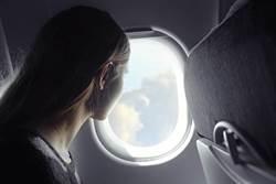 搭飛機窗外一看 颱風塔巴變這模樣