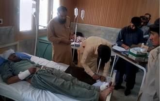 巴基斯坦巴士撞山 22死15傷