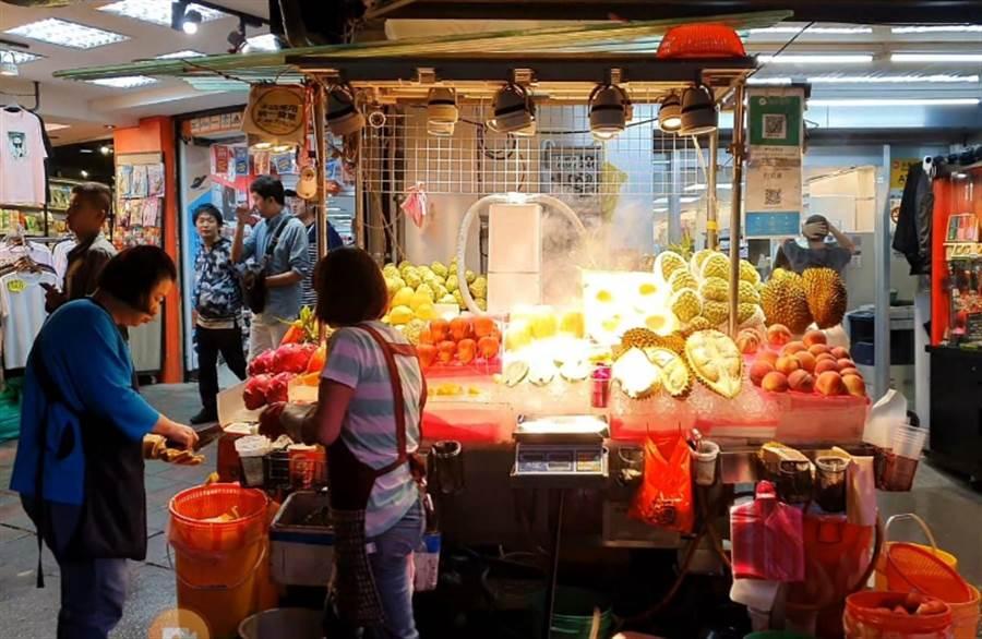 士林夜市天價水果攤惹議。(照片/我是北投人粉絲團 授權提供)