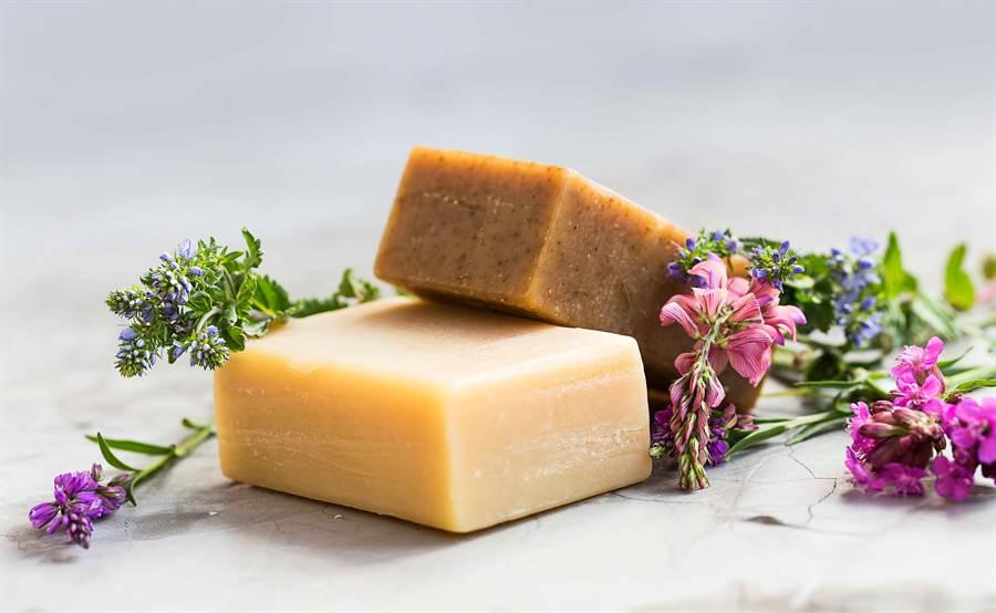 網傳水晶肥皂可以拿來洗澡。(達志影像)