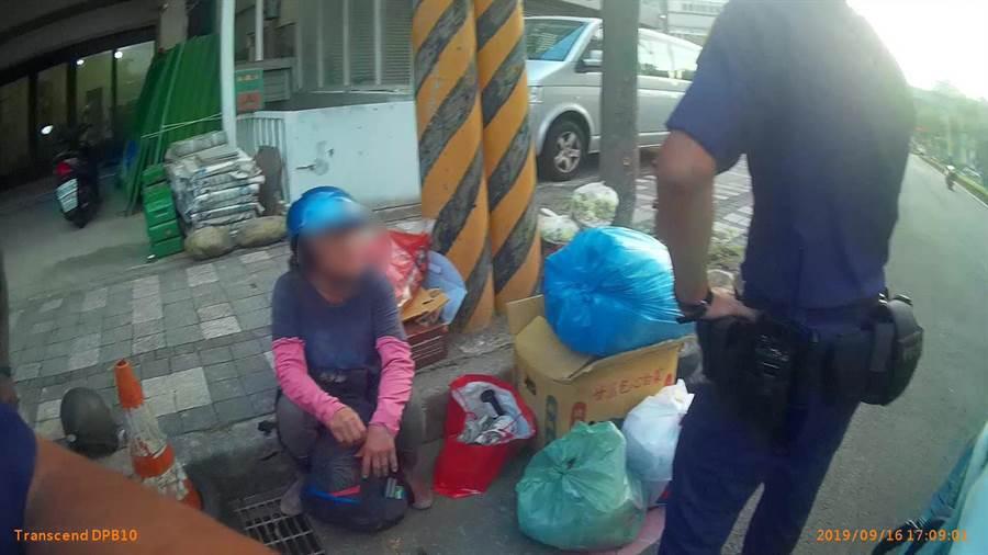 竹北分局高鐵派出所員警日前巡邏,發現婦女神色慌張,深入調查後,竟追出一段離奇遭遇。(翻攝照片/莊旻靜新竹傳真)