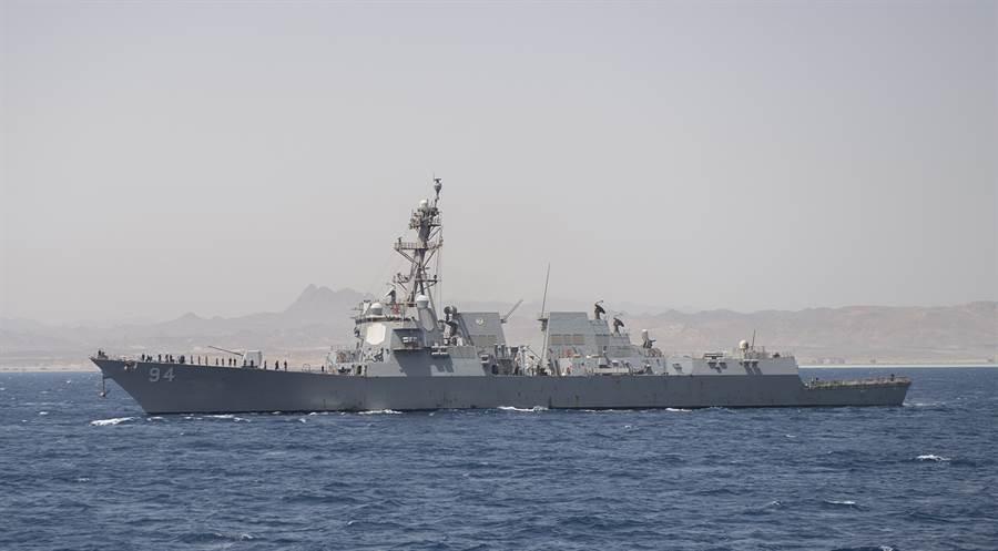 美國阿利伯克級(Arleigh Burke Class)神盾驅逐艦「尼采」號(USS Nitze,DDG94)據稱已部署波斯灣北部,以加強沙烏地阿拉伯空防,圖為「尼采號」的資料照。(美國海軍)