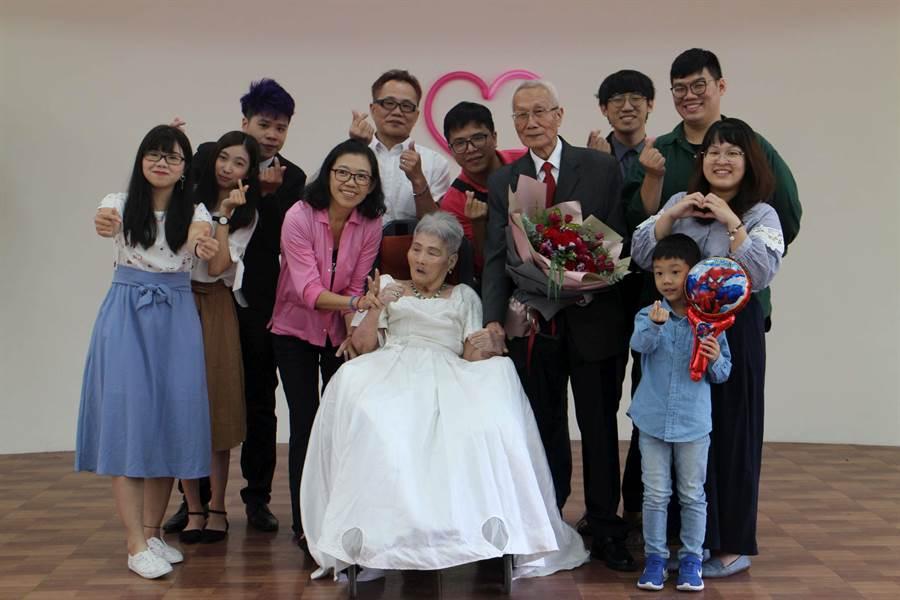 83歲的詹瑞東今天與其太太舉辦婚禮。(弘道老人福利基金會提供/林良齊台北傳真)