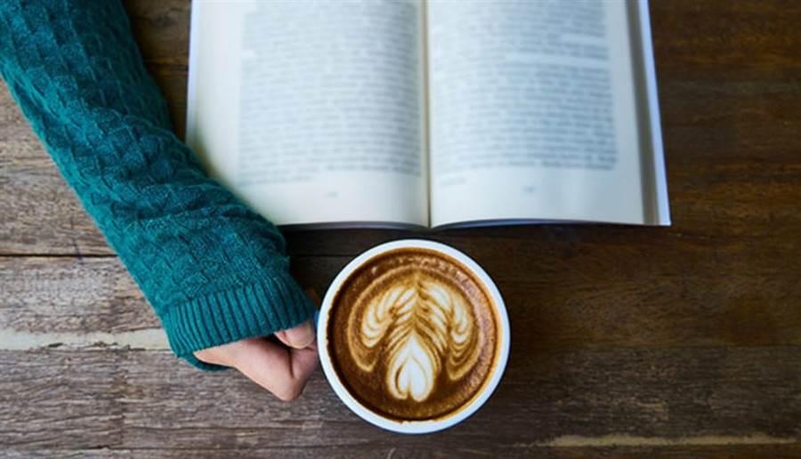 咖啡因確實能提振精神,但過量反而更難集中注意力。(圖片來源:pixabay)