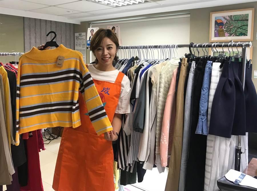 王瞳出席《大時代》戲服公益義賣。(林淑娟攝)