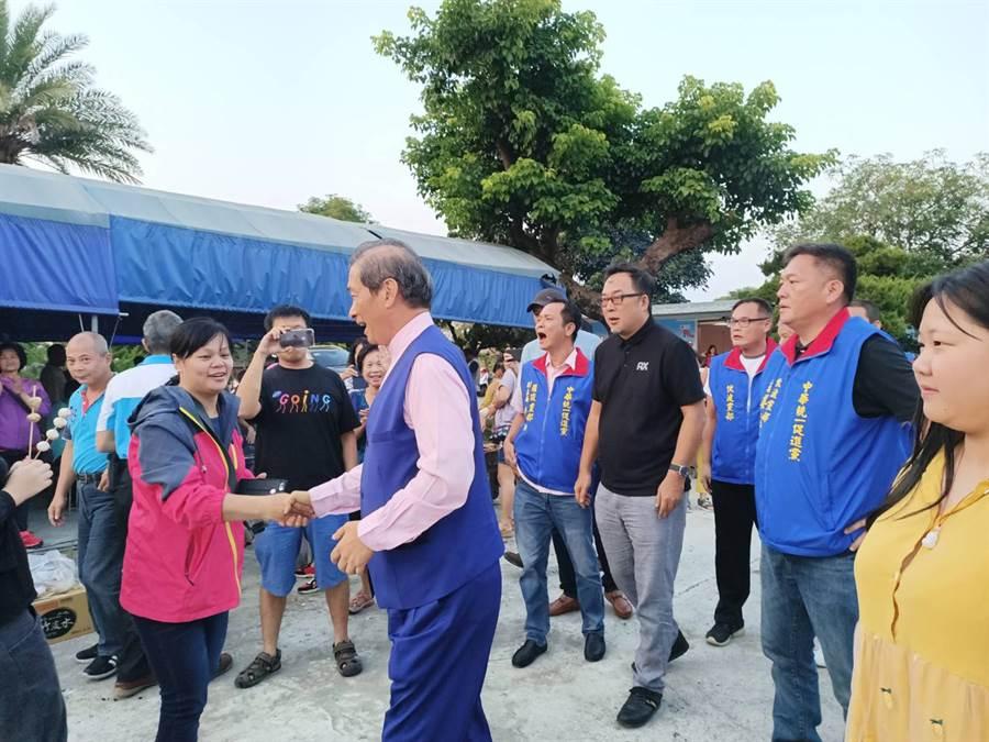 嘉義有許多支持者皆到場歡迎統促黨總裁張安樂。(張毓翎攝)