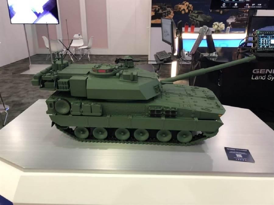 通用動力展示「獅鷲2式」輕戰車,它具備120公釐主砲。(圖/Jimkir twitter)