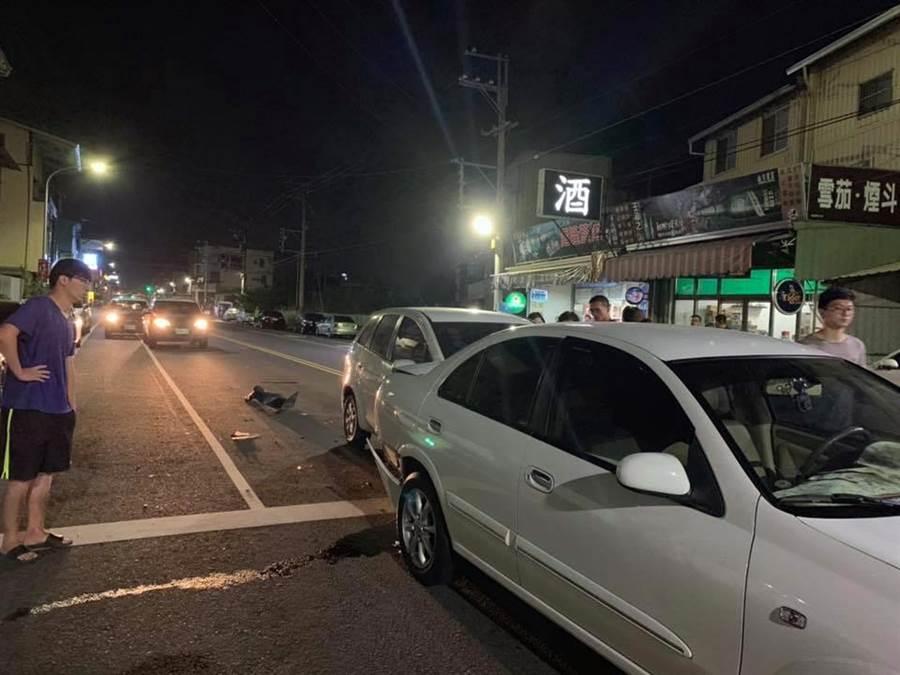 彰化縣議員蕭如意晚間酒駕追撞前方兩部正要起步的車輛,遭其中一名車主認出是議員,還渾身酒氣。(摘自臉書「田中人」社團/謝瓊雲彰化傳真)