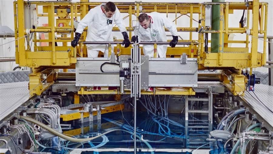 荷蘭皮滕的高通量反應爐,正在進行熔鹽反應爐的一系列試驗,從輻射試驗開始,到燃料的物理性質、合金耐蝕程度的研究,這是在為未來的熔鹽反應爐的建造,打下技術基礎。(圖/NRG)