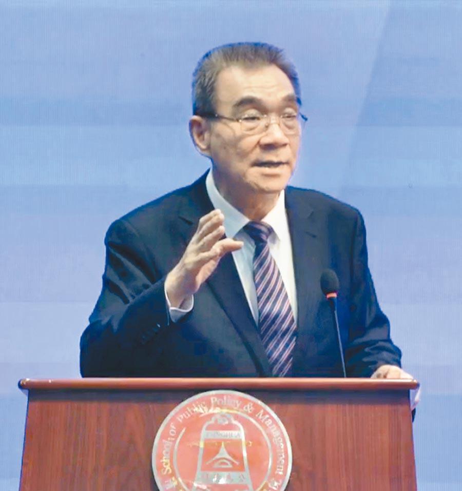 北京大學新結構經濟學研究院院長林毅夫21日在北京清華大學演講。(記者陳君碩攝)