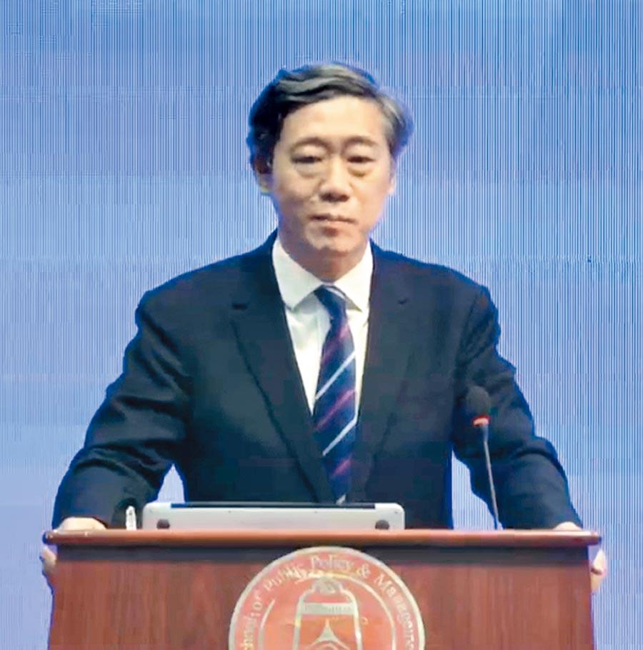 北京清華大學中國經濟思想與實踐研究院創始院長李稻葵21日發表演講。(記者陳君碩攝)