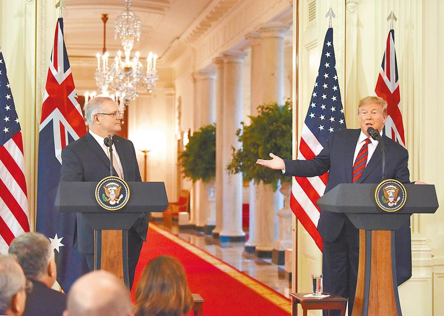 9月20日,美國總統川普(右)與澳洲總理莫里森在白宮會晤,並舉行記者會。川普說,他不認為在2020年總統選舉前需要和中國達成貿易協議。(中新社)