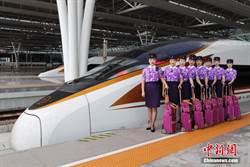 上海鐵路局上海客運段高鐵乘務員換新裝