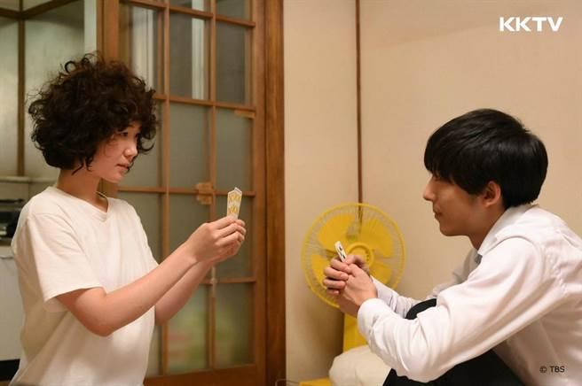 高橋一生飾演黑木華的前男友,表面嘴很壞但內心超愛女友。(KKTV提供)