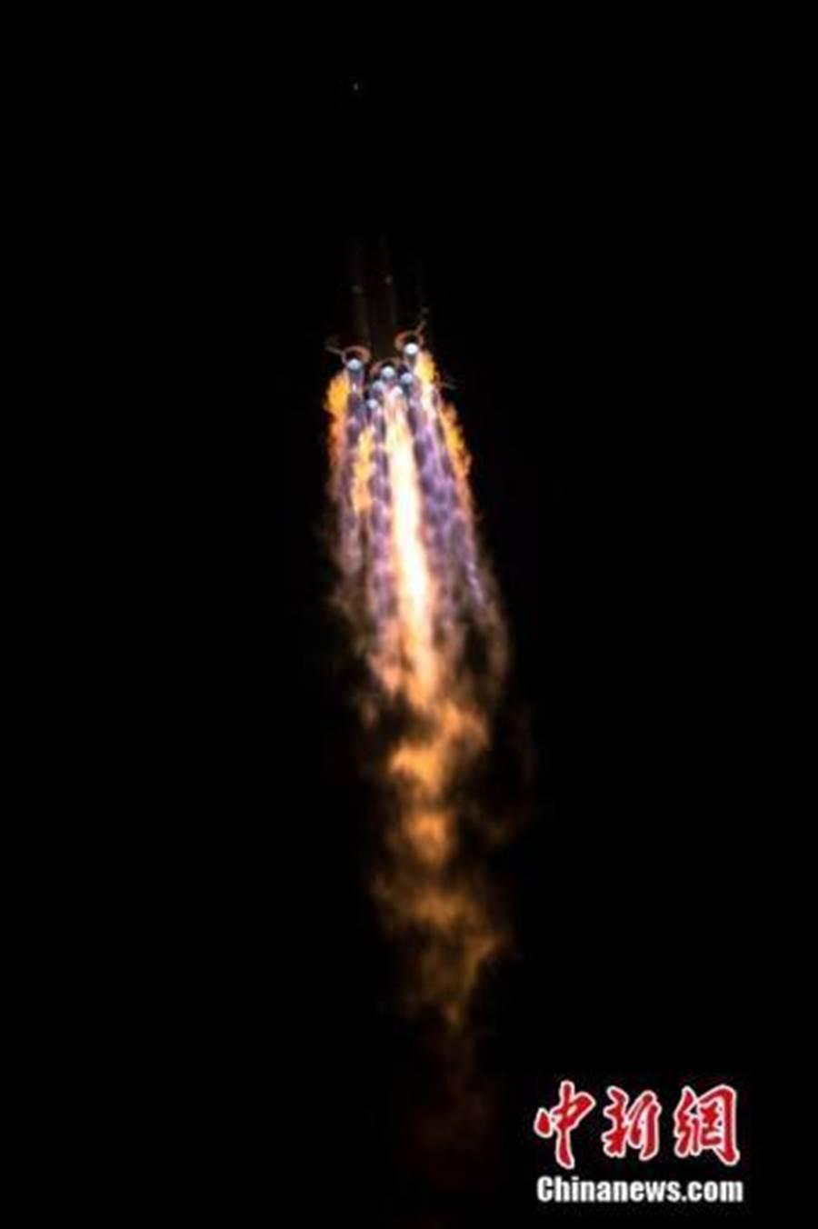 今天凌晨5時10分,大陸在西昌衛星發射中心用長征三號乙運載火箭及配套遠征一號,以「一箭雙星」方式成功發射第47、48顆北斗導航衛星。(照片取自中新網)
