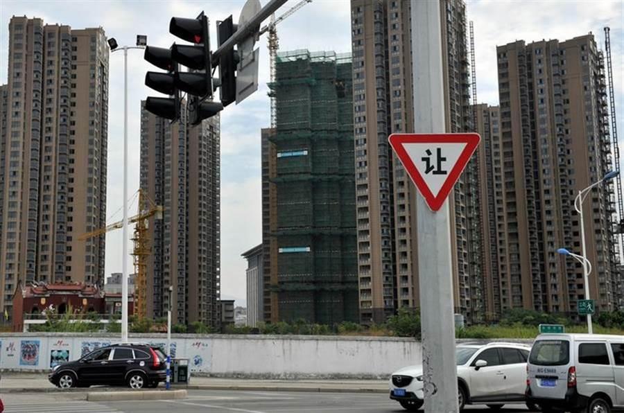大陸房市面臨加劇泡沫的危機。(中新社資料照片)