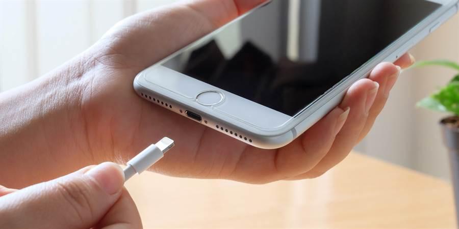 6大惡習害iPhone提早夭折,其中從不關機最致命!(達志影像)