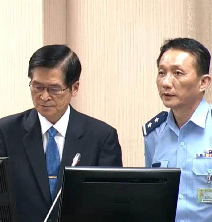 國防部長嚴德發(左)與空軍參謀長劉任遠在立院備詢。(呂昭隆攝)