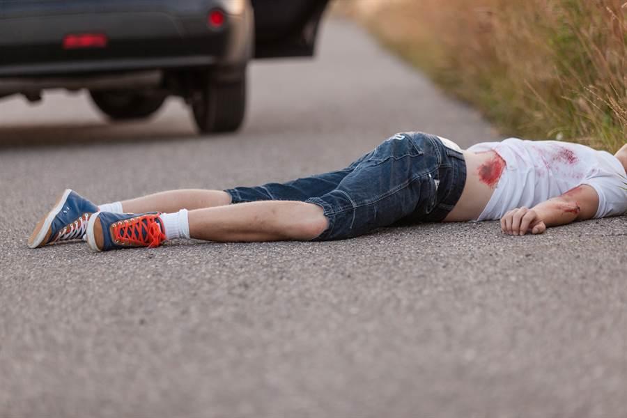 生日變忌日!女童摔倒脖撞單車把手慘死(示意圖/達志影像)