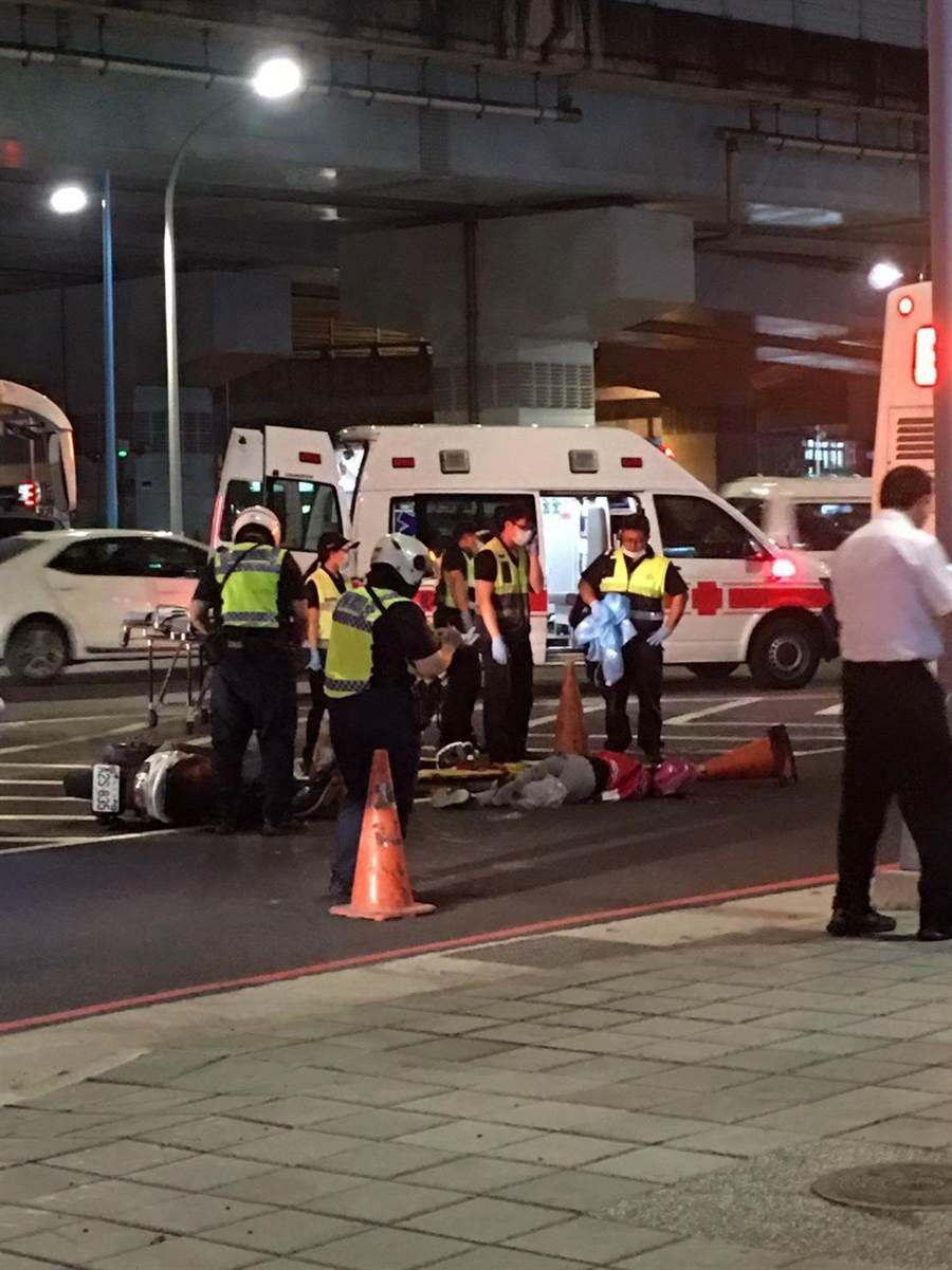 新北市板橋區民生路三段車禍,女騎士當場喪命。(翻攝照片/王揚傑新北傳真)