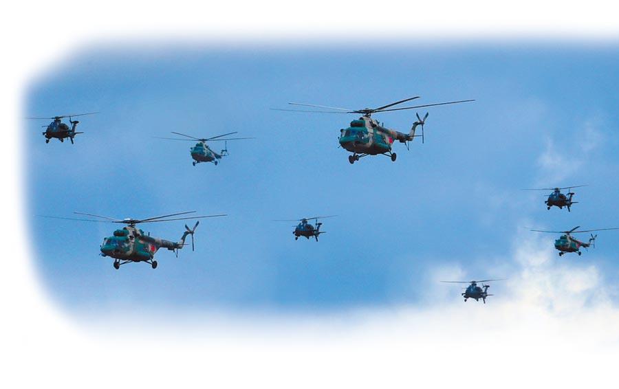 陸航梯隊空中機動。(取自人民網)