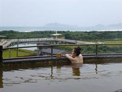 搭皇冠北海岸線去旅行!金山泡海底溫泉、賞朱銘美術館