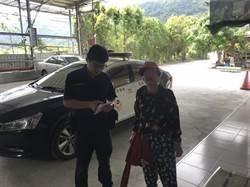 老婦搭遊覽車赴南庄遊玩走失 南庄警協助歸隊