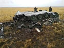 俄國空降演習 降落傘未開裝甲車摔爛