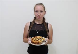 波蘭美女賣蛋糕 善化鄉親口耳相傳來捧場