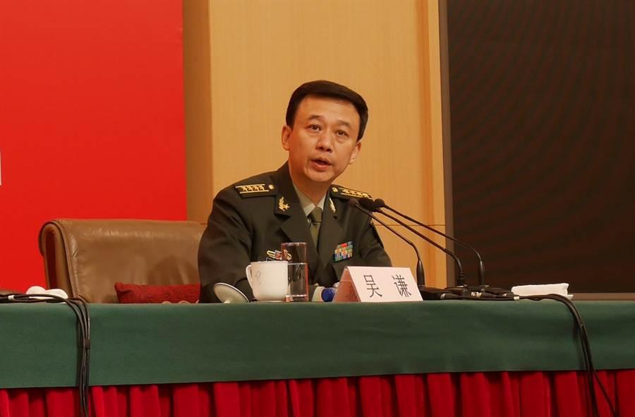 大陸國防部發言人吳謙24日反駁閱兵是秀肌肉的說法。(陳君碩攝)