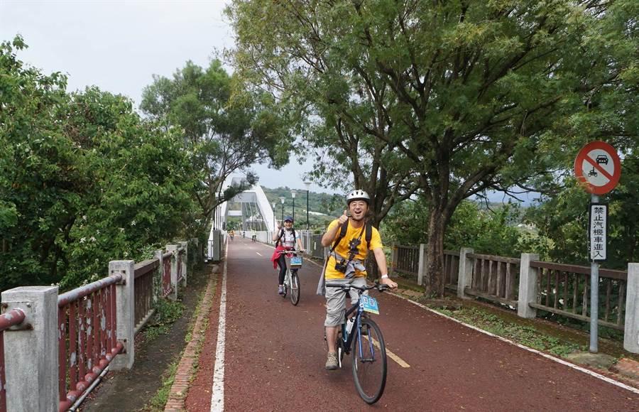 東豐自行車綠廊沿途風光明媚景色宜人,車道兩旁綠蔭如林,宛如一條「綠色的大甲溪」。(台中市政府觀光旅遊局提供/陳世宗台中傳真)