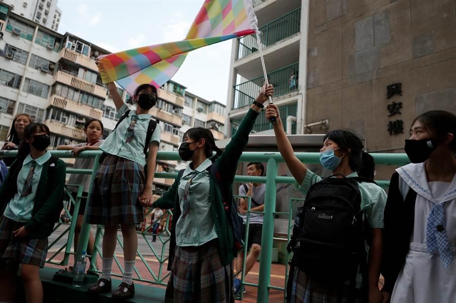 香港民間人權陣線已向警方申請10月1日當天遊行活動,若不獲批准,則準備逕自進行抗議「大閱兵」。(圖/路透)