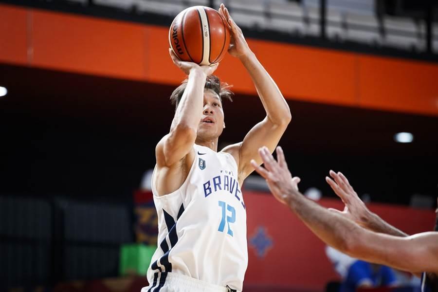富邦前鋒林志傑逆轉戰局的最後一擊無奈落空了。(摘自FIBA官網)