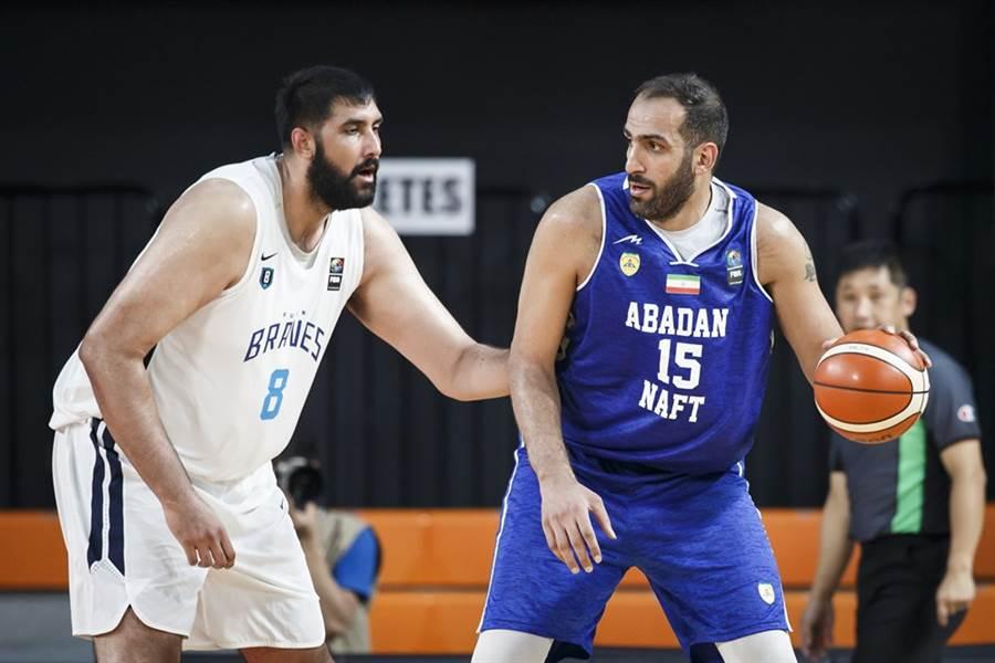 布拉與哈達迪的內線長人對決,也是這場比賽的觀賽重點之一。(摘自FIBA官網)